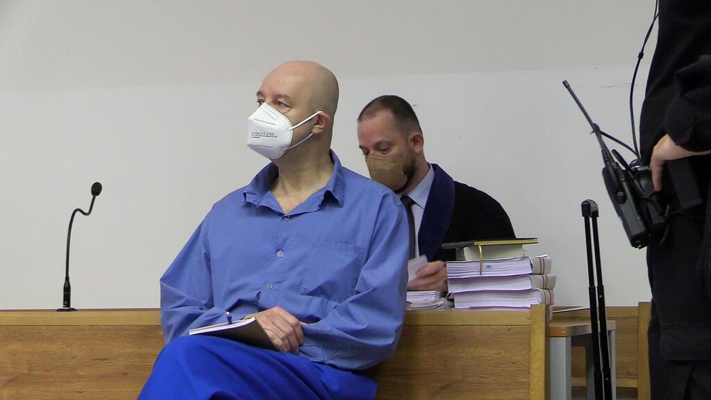 The emaciated Pavol Rusko stood before the senate of the Bratislava II District Court.
