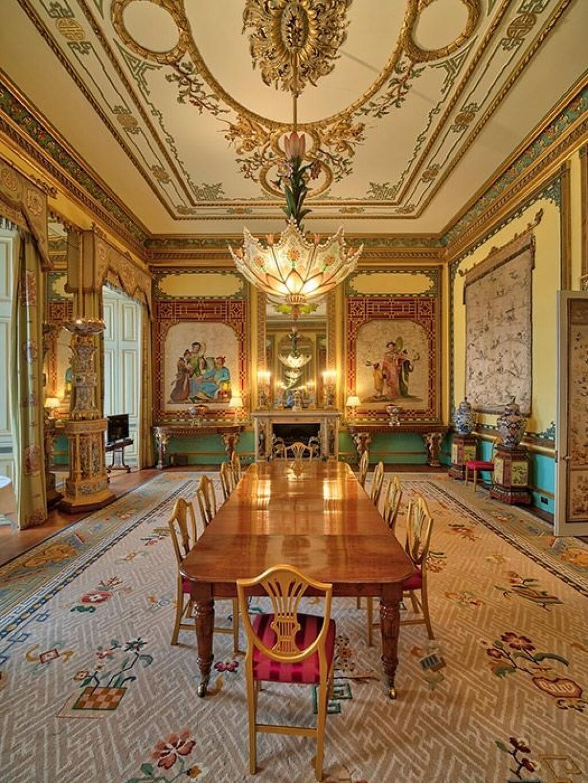 inside buckingham palace the queen's bedroom - 735×980