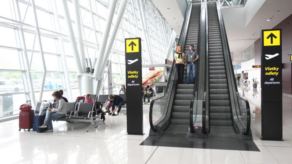 Letisko M. R. Štefánika s cestujucími v Bratislave (ilustračná foto)