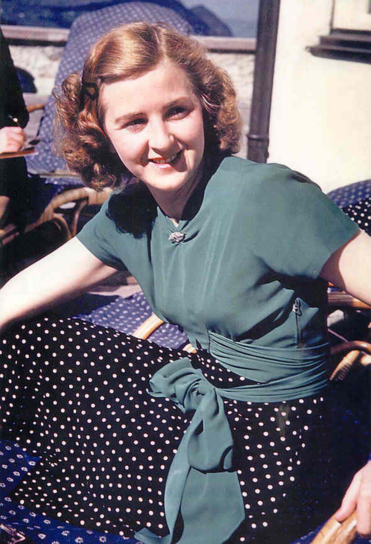 Hitlerova milenka a neskôr manželka Eva Braunová, 1940. Mnohí tvrdia, že s ňou Hitler sex nikdy nemal.