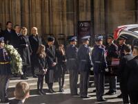 Pohreb si Karel Gott vopred naplánoval. To, čo urobili fanúšikovia na záver, dojalo všetkých!