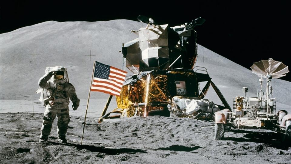 Misia Apollo 11 dopadla pred 50 rokmi úspešne a prepísala ľudské dejiny. Vyvolala však tiež aj smršť konšpiračných teórií, medzi ktoré najčastejšie patrí názor, že astronauti v skutočnosti na povrchu Mesiaca neboli a všetko bolo nakrútené v štúdiu.