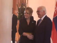 Kostým vo farbe vlajky a účes ako hviezda. Čaputová zavítala do Nemecka. Aké je jej posolstvo?