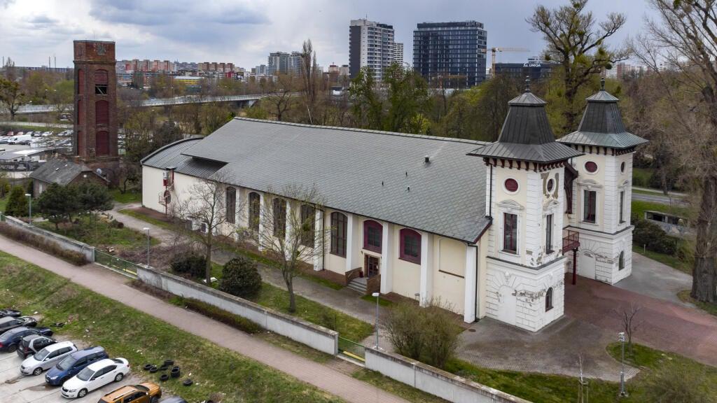 Divadlo Aréna na Tyršovom nábreží v bratislavskej mestskej časti Petržalka