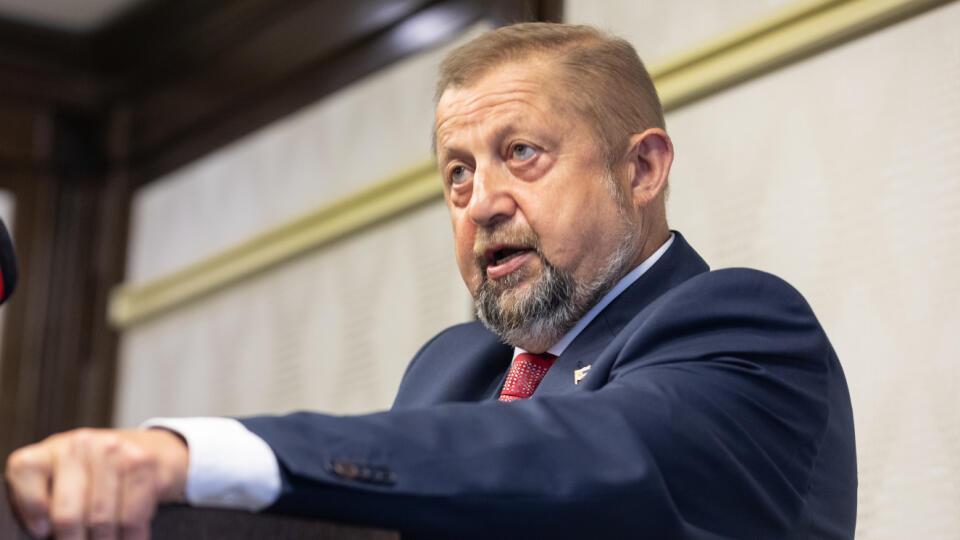 Tlačová konferencia Štefana Harabína v bratislavskom hoteli Apollo k menovaní novej prezidentky.