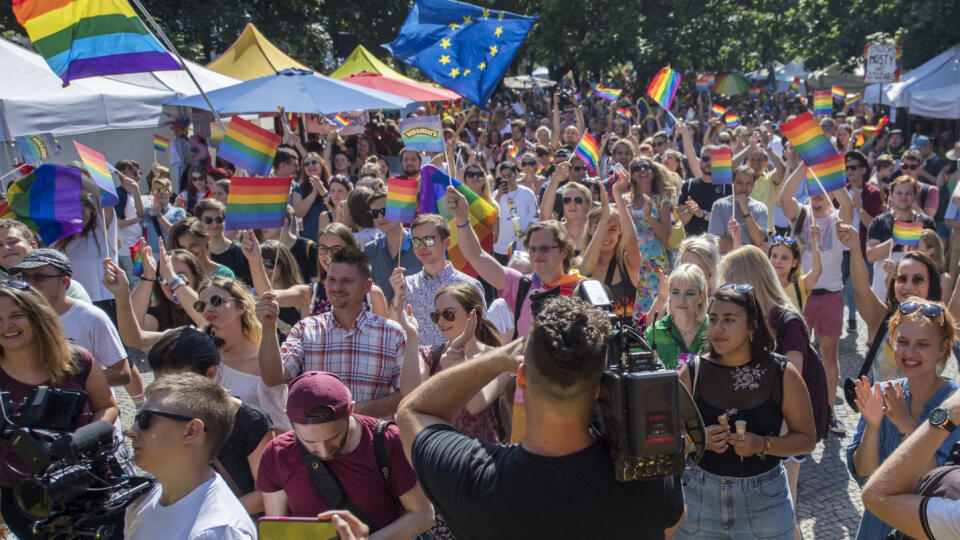 Sprievod 9. ročníka festivalu Dúhový Pride v Bratislave