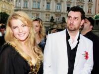 ŠOK! Bartošovej taliansky EXmilenec sa oženil, no uvidíte jeho nevestu, zamrazí vás! Veď je ako