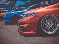 Väčšina výrobcov áut má svoje vlastné motto, ktoré odkazuje na zameranie, vývoj, históriu či úspechy konkrétnej značky. Niektoré majú jeden slogan, no iné hneď niekoľko. Poznáte však tie najznámejšie a viete ich priradiť ku správnemu menu?