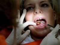 Príspevok na dentálnu hygienu či babybox zadarmo: Zlákajú vás týmto poisťovne?