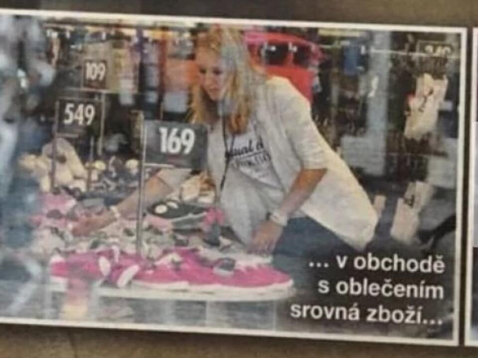 V roku 2006 nafotila česká Sedmička Gottovu dcéru Lucie, ako pracuje v butiku.