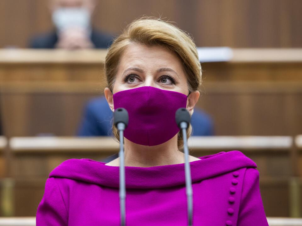 Prezidentka Zuzana Čaputová počas čítania svojej prvej správy o stave republiky. Za to, čo v parlamente povedala, dostávala od odborníkov a politikov jednu pochvalu za druhou.