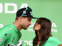 Tour de France, to nie sú len každodenné desiatky kilometrov na bicykli a nekompromisné špurty o víťazstvo. Peter Sagan v zákulisí odhalil krajšiu stránku v zákulisí pretekov.