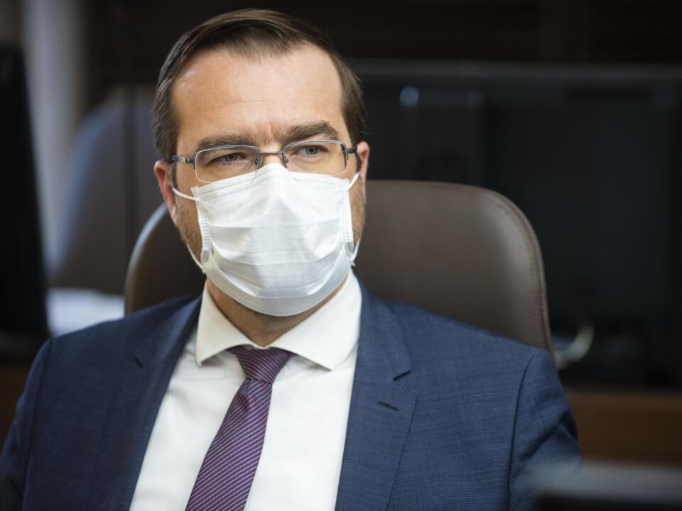 Na snímke odborník na zdravotníctvo za hnutie OĽaNO Marek Krajčí počas zasadnutia krízového štábu SR 16. marca 2020 v Bratislave. FOTO TASR – Jakub Kotian