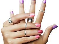Trápia vás zájdené strieborné šperky? Vďaka domácemu triku sa budú lesknúť ako nové!