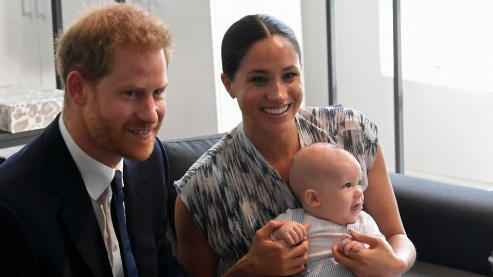 Archie s rodičmi na návšteve u arcibiskupa Desmonda Tutu.