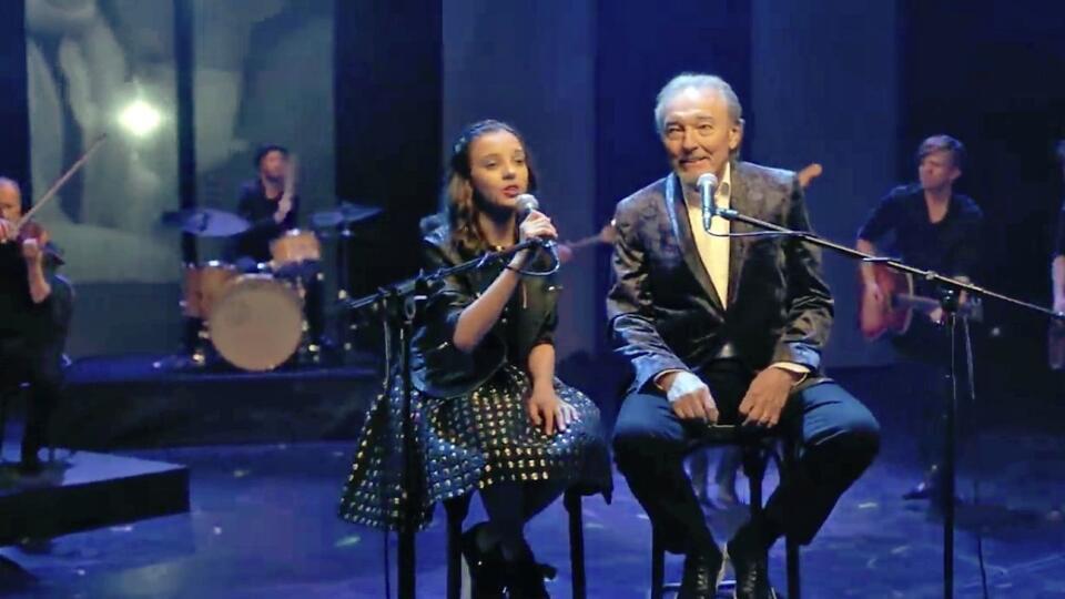Ella a Karel naspievali dueto Srdce nehasnou. Pieseň pre nich napísal spevák Richard Krajčo.