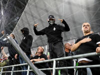 Európska futbalová únia (UEFA) udelila Maďarskému futbalovému zväzu (MLSZ) pokutu 60 000 eur a trest uzavretia štadióna na jeden duel za správanie sa divákov v domácom súboji kvalifikácie o postup na majstrovstvá Európy 2020 proti Slovensku. Vieme za čo, schytali tieto tresty.