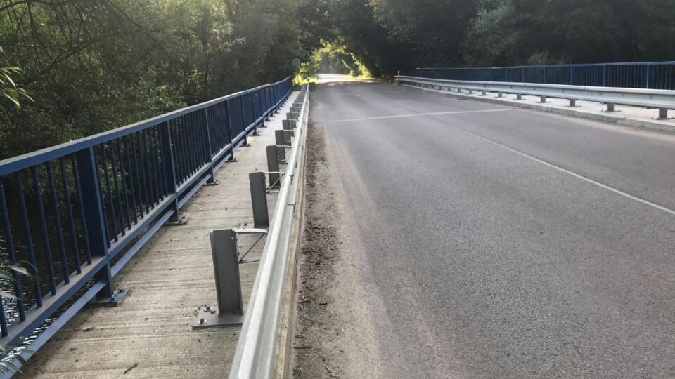 Úsek, ktorý vedie cez most, je momentálne uzavretý.