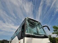 Autobus vezúci mexických dovolenkárov zišiel z cesty a prevrátil sa. Nehodu neprežilo minimálne 15 ľudí, ďalších 20 utrpelo zranenia. Čo nehodu zapríčinilo ešte nie je jasné, pravdepodobne je ale na vine vodič, ktorý zrejme zaspal.