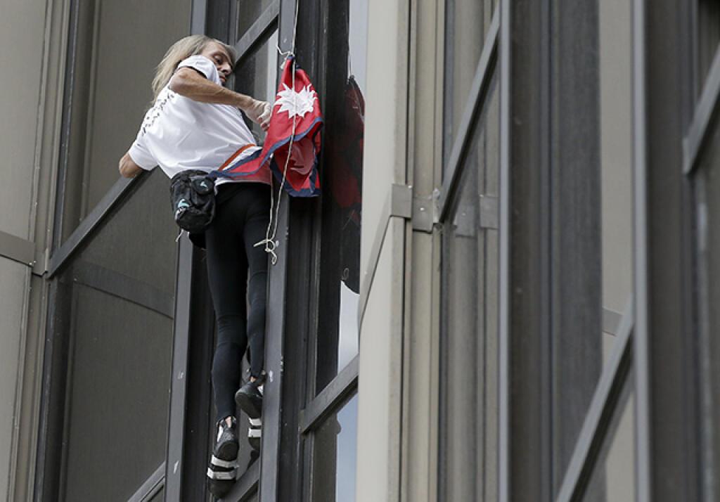 Francúzsky lezec Alain Roberts, známy tiež ako Spiderman